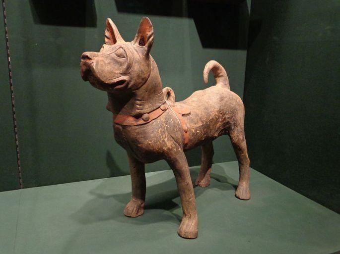 800px-Escultura_perro_China_Han